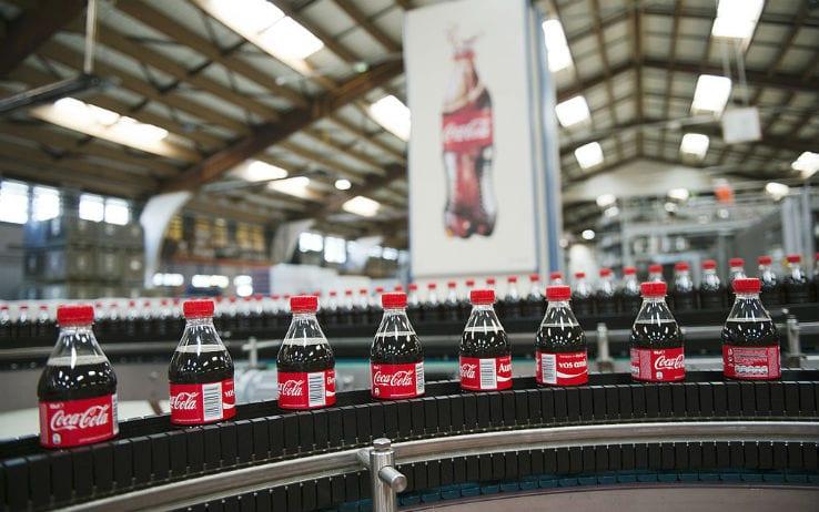 coca-cola e le bottiglie in plastica riciclata